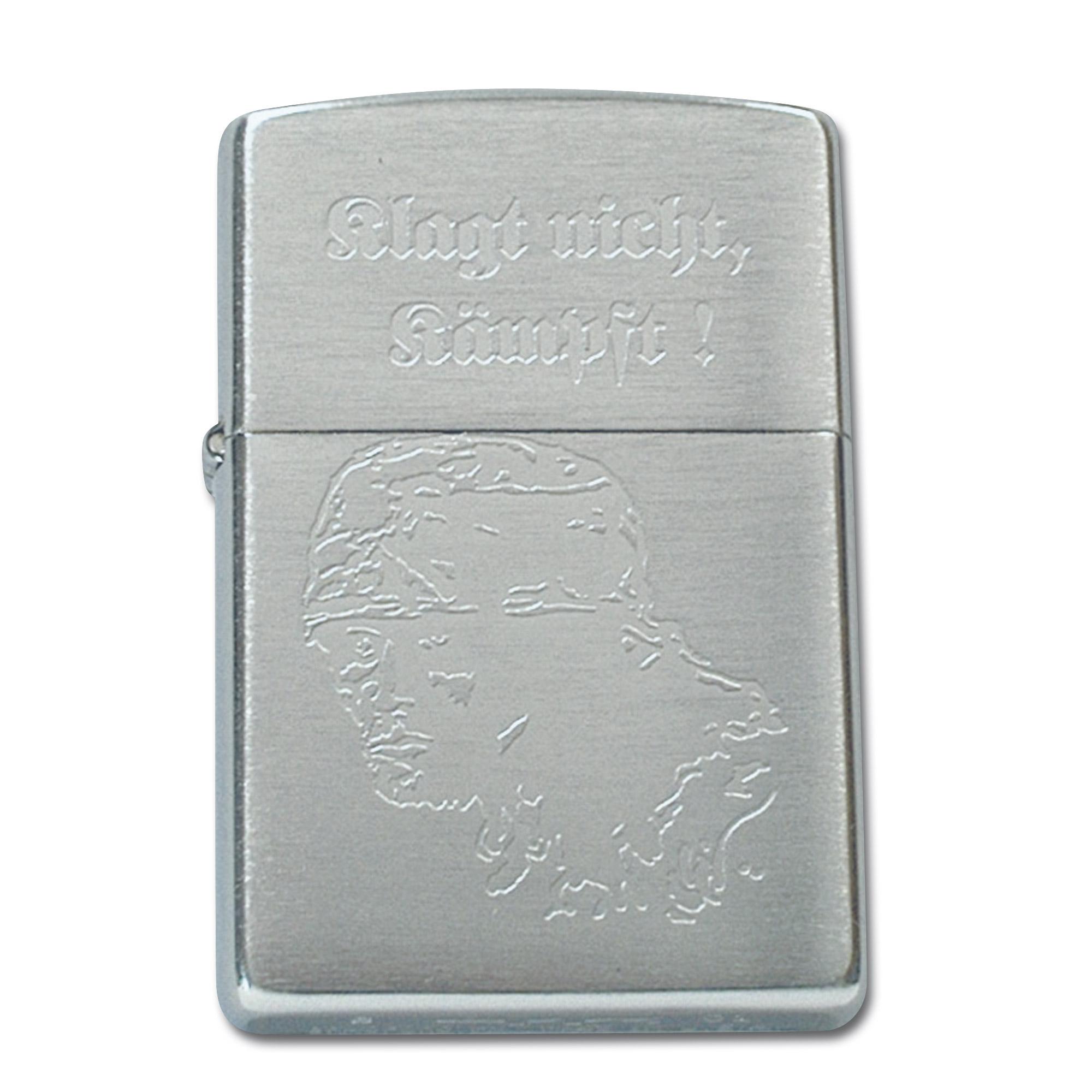 Accendino Zippo con incisione Klagt nicht Kämpft argento